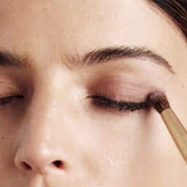 Eye shadow's long-wear and crease-resistant formula blends seamlessly