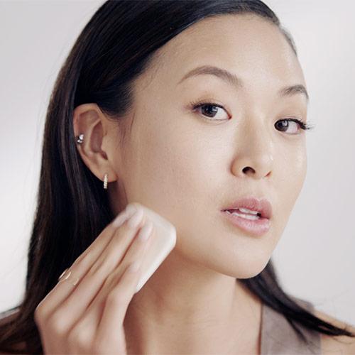 Flawless Finish Cream Makeup Sponge On Full Coverage Foundation